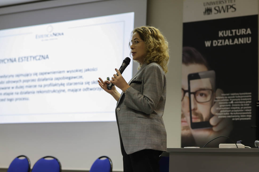 dr Ewa Rybicka, wykład na SWPS